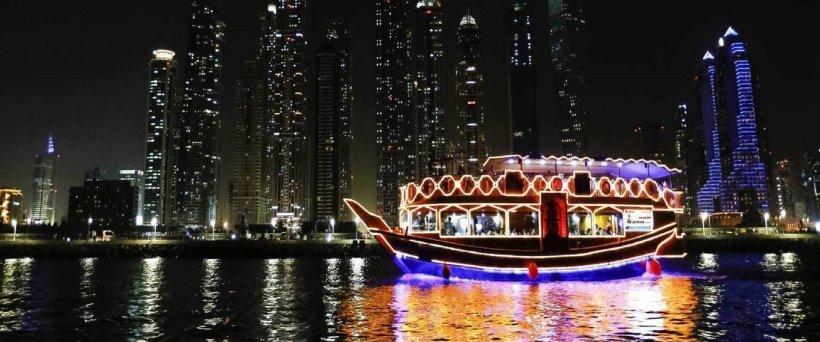 Dhow Cruise Dubai Marina in